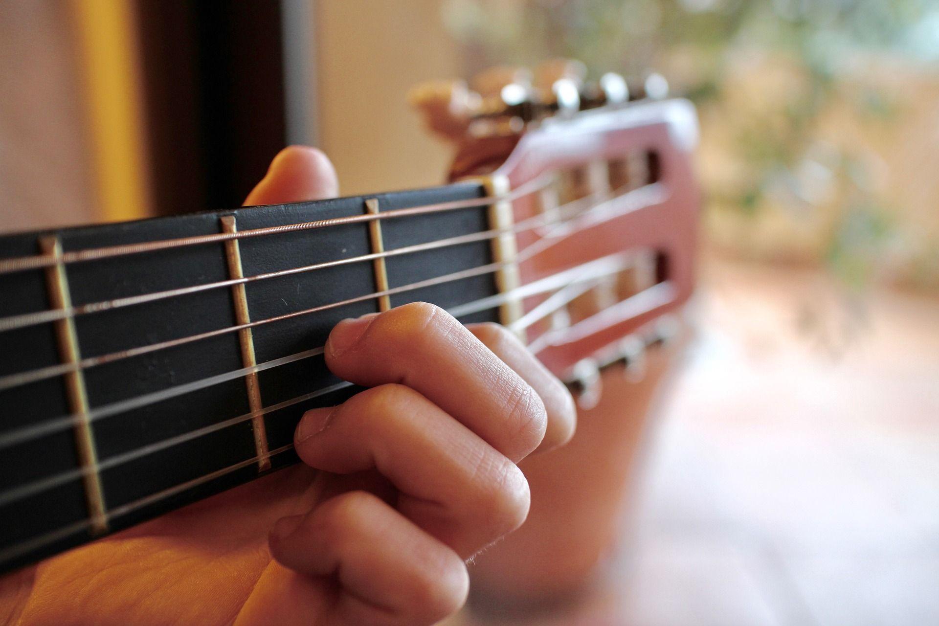 Aprender-a-tocar-guitarra-5-paginas-cifrados-tablaturas