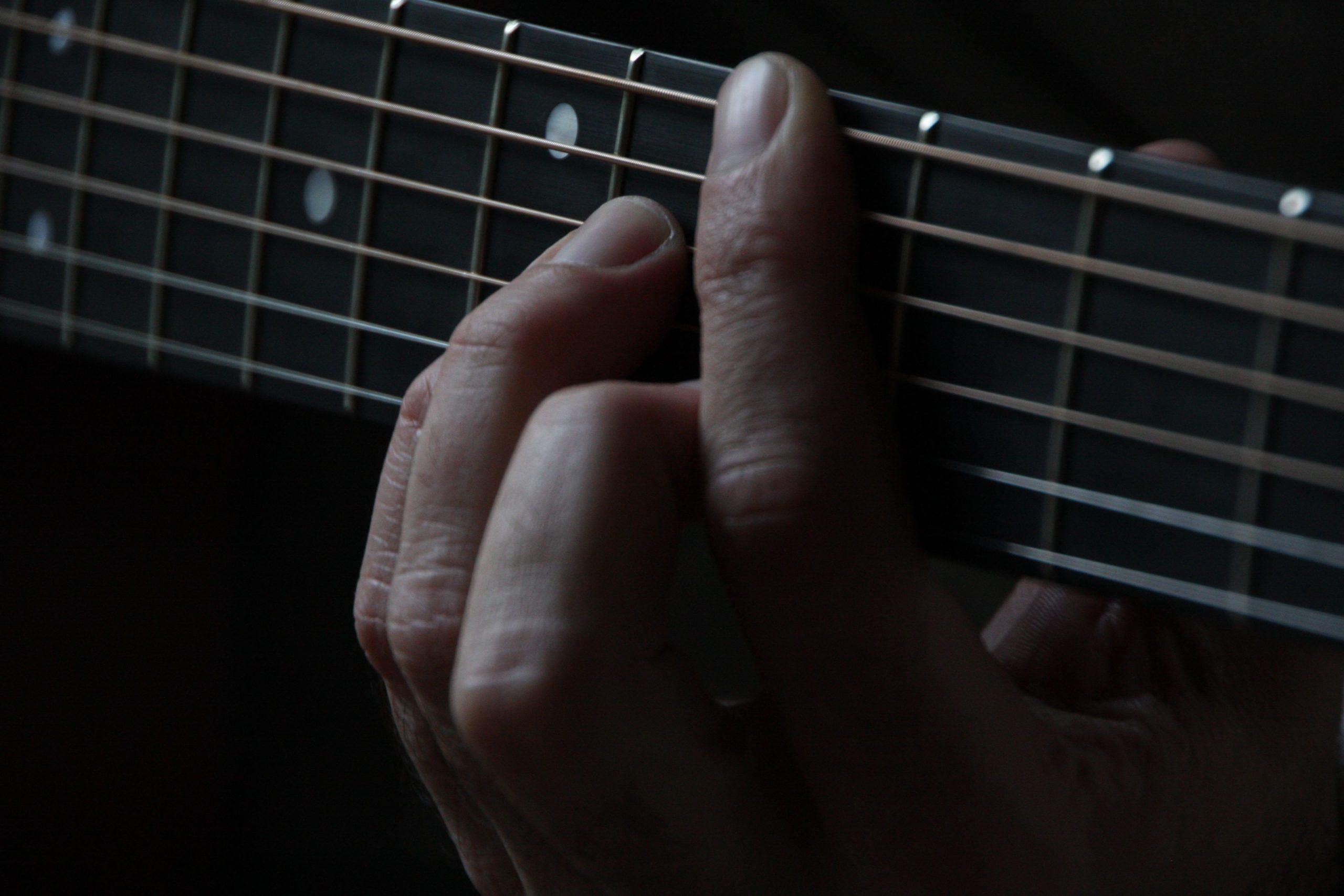 A-que-edad-se-aprende-guitarra